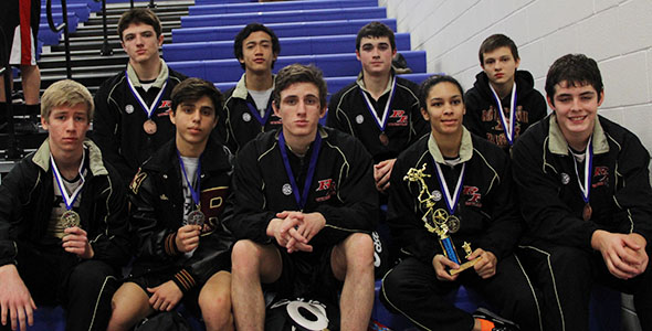 12 wrestlers place at district, 9 headed to regionals