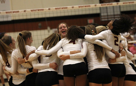 Volleyball finishes third in district, makes playoffs