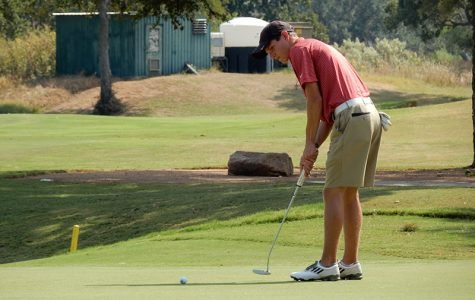 Golf teams wrap up season, senior finishes 10th