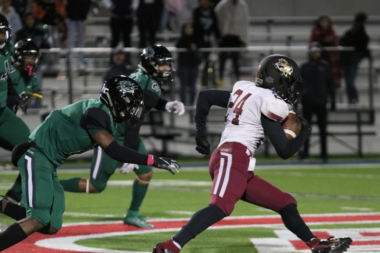 Sophomore EJ Moore runs the ball against Connally