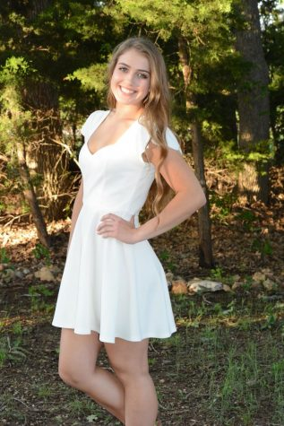 Valedictorian Reilly Heinrich poses for her senior pictures. Photo Courtesy of Reilly Heinrich